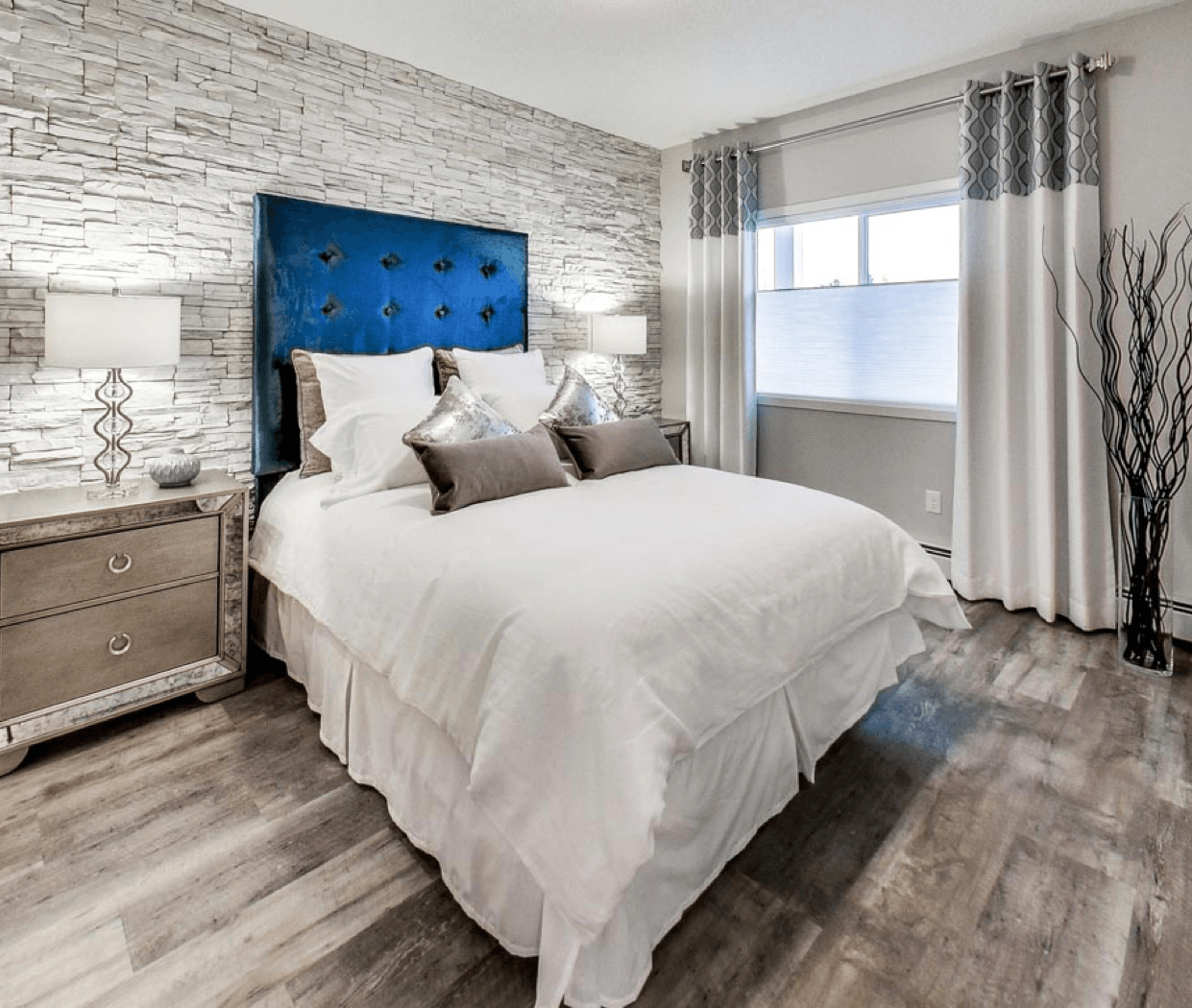 Welcome to ALOFT Crossroads of Rutherford Bedroom Image